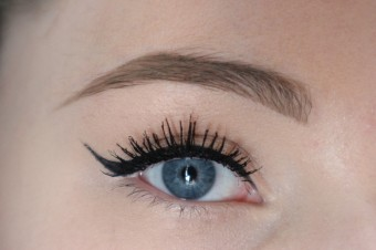 3448235a8ab Above I curled my lashes using Superdrug own brand of lash curlers, and  applied one coat of the new Grandiose Extreme Mascara. This mascara gives  instant ...